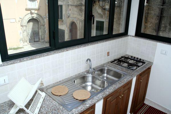 Casa con appartamenti a tropea in calabria for Due piani di camera da letto matrimoniale