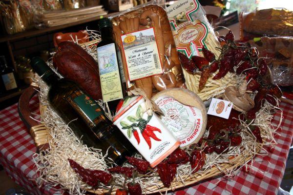 Cesti di prodotti tipici calabresi con 39 nduja di spilinga for Roma prodotti tipici