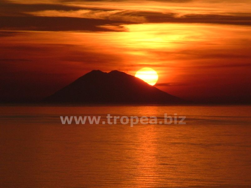 vulcano-stromboli-tramonto