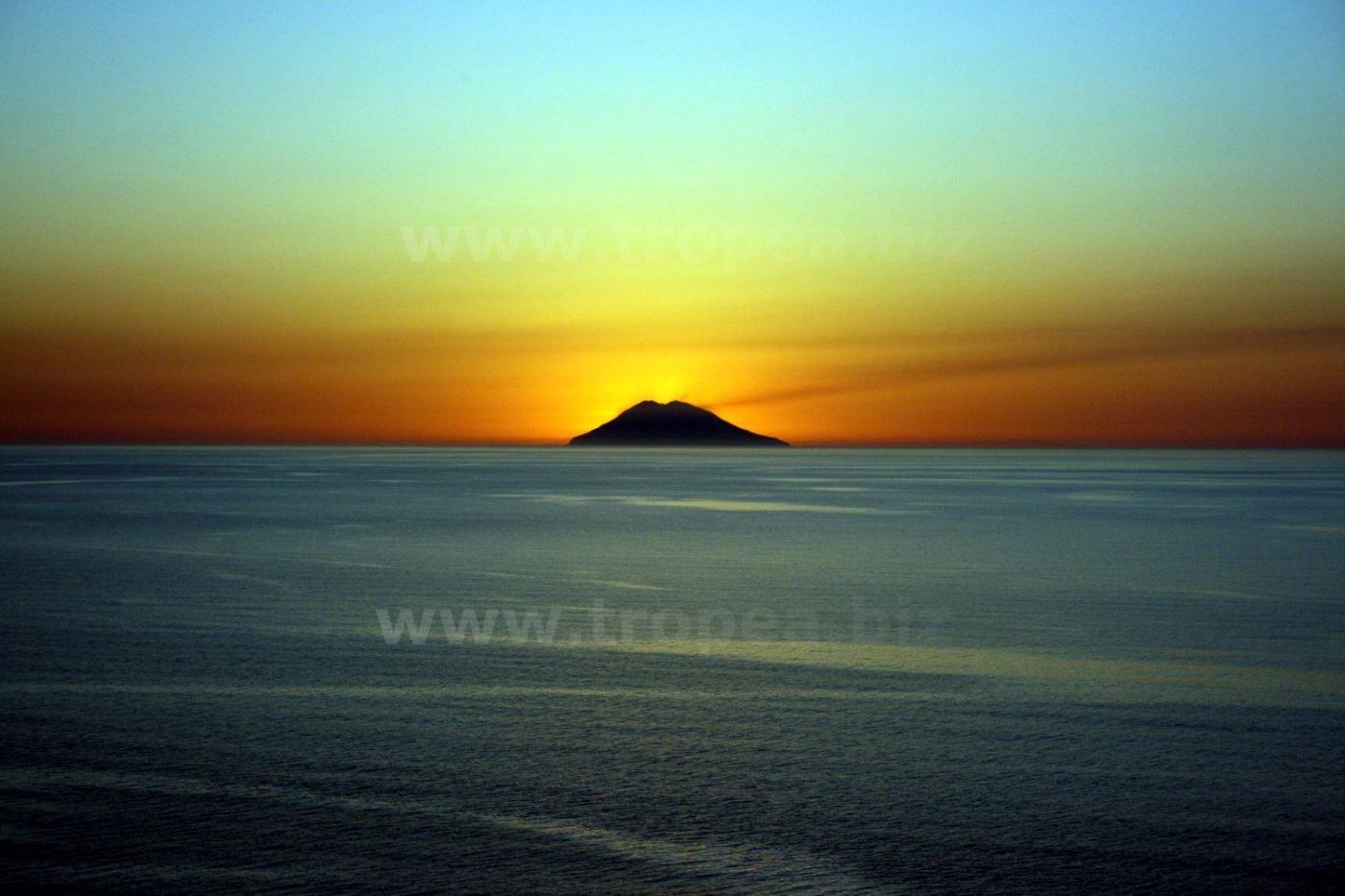 Lo Stromboli visto da Tropea