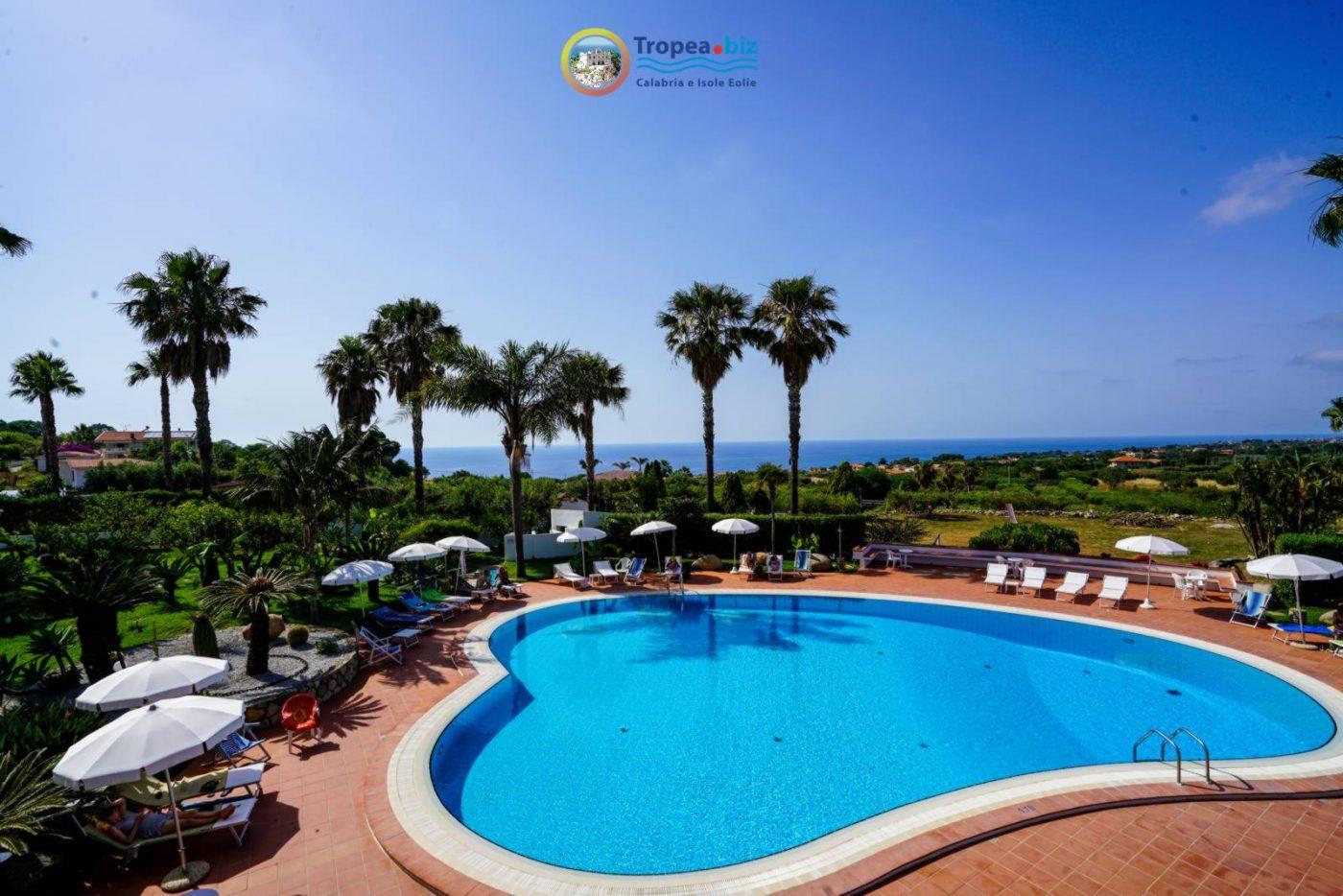 piscina-cuore-hotel-capo-vaticano