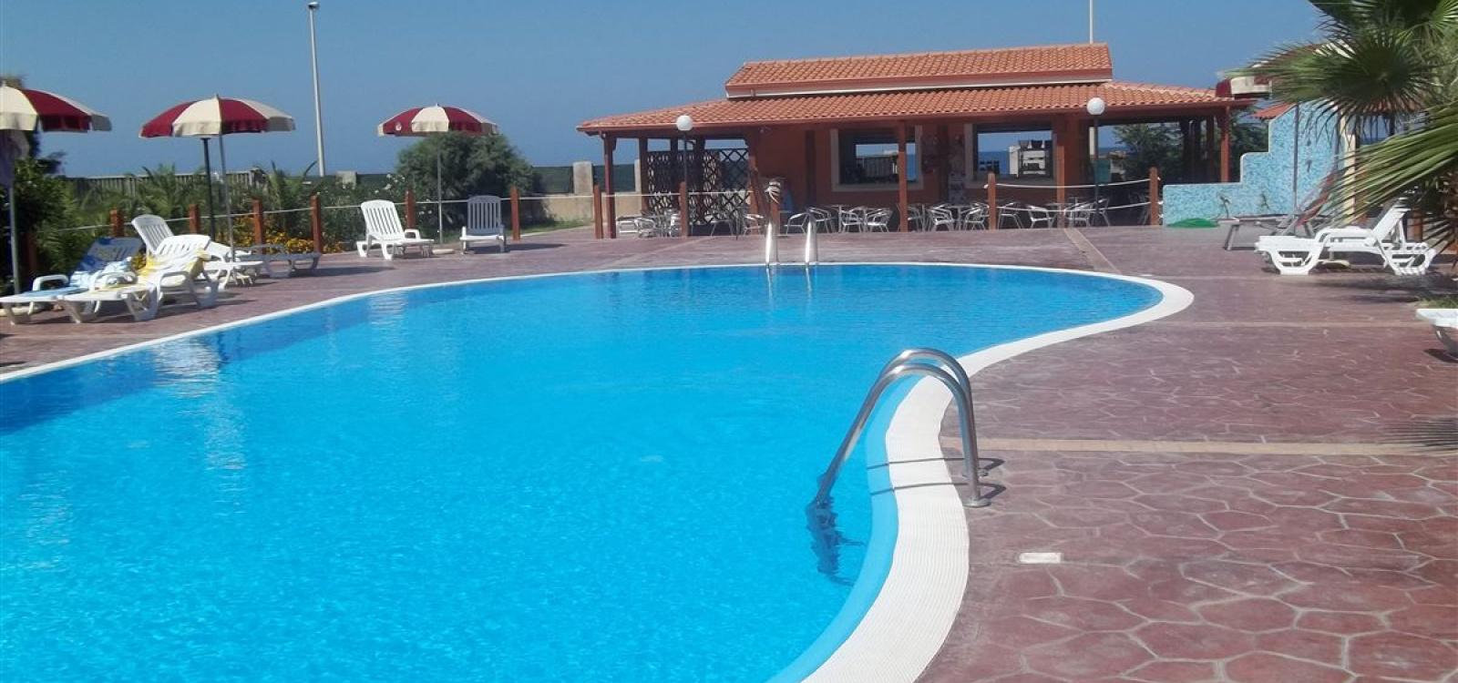 piscina zambrone