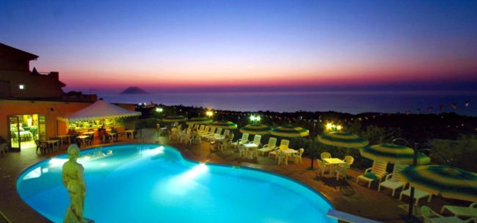 piscina_notte