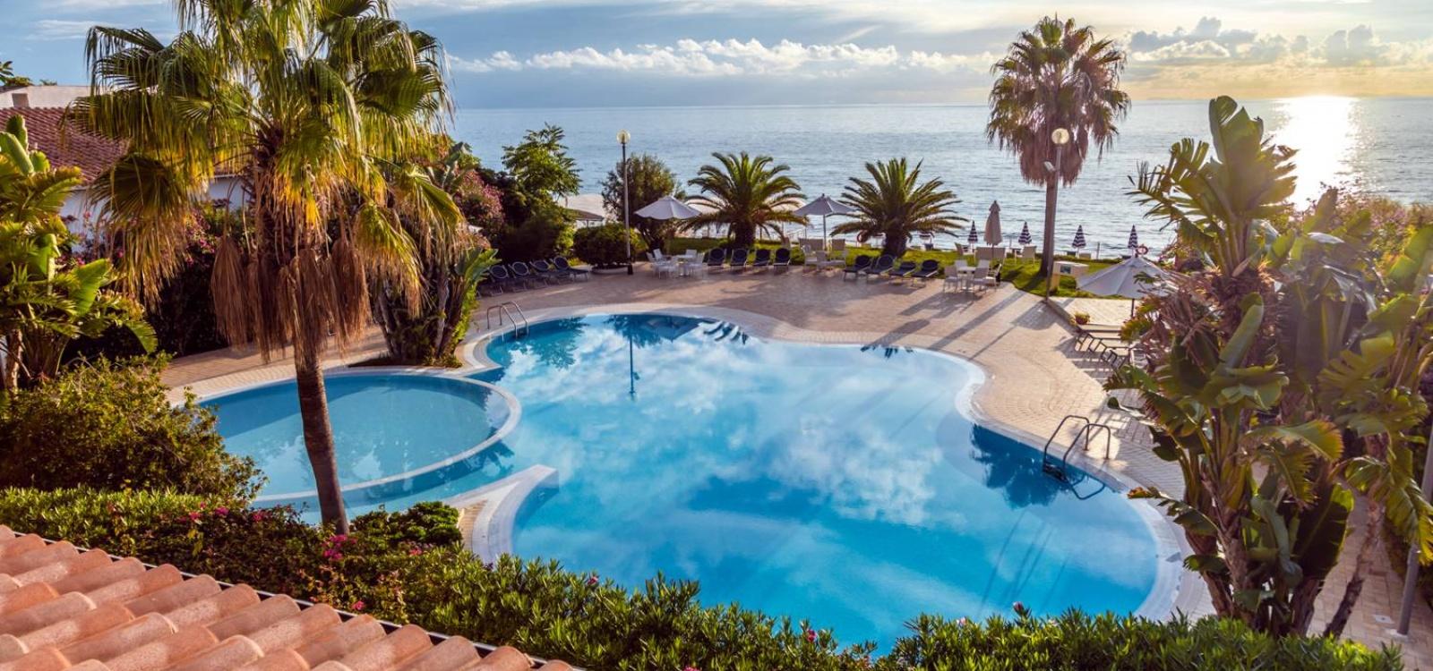 Hotel ipomea tropea hotel sul mare in calabria a capo for Hotel barcellona sul mare