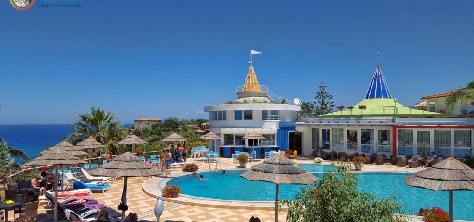 La piscina dell'hotel Stromboli