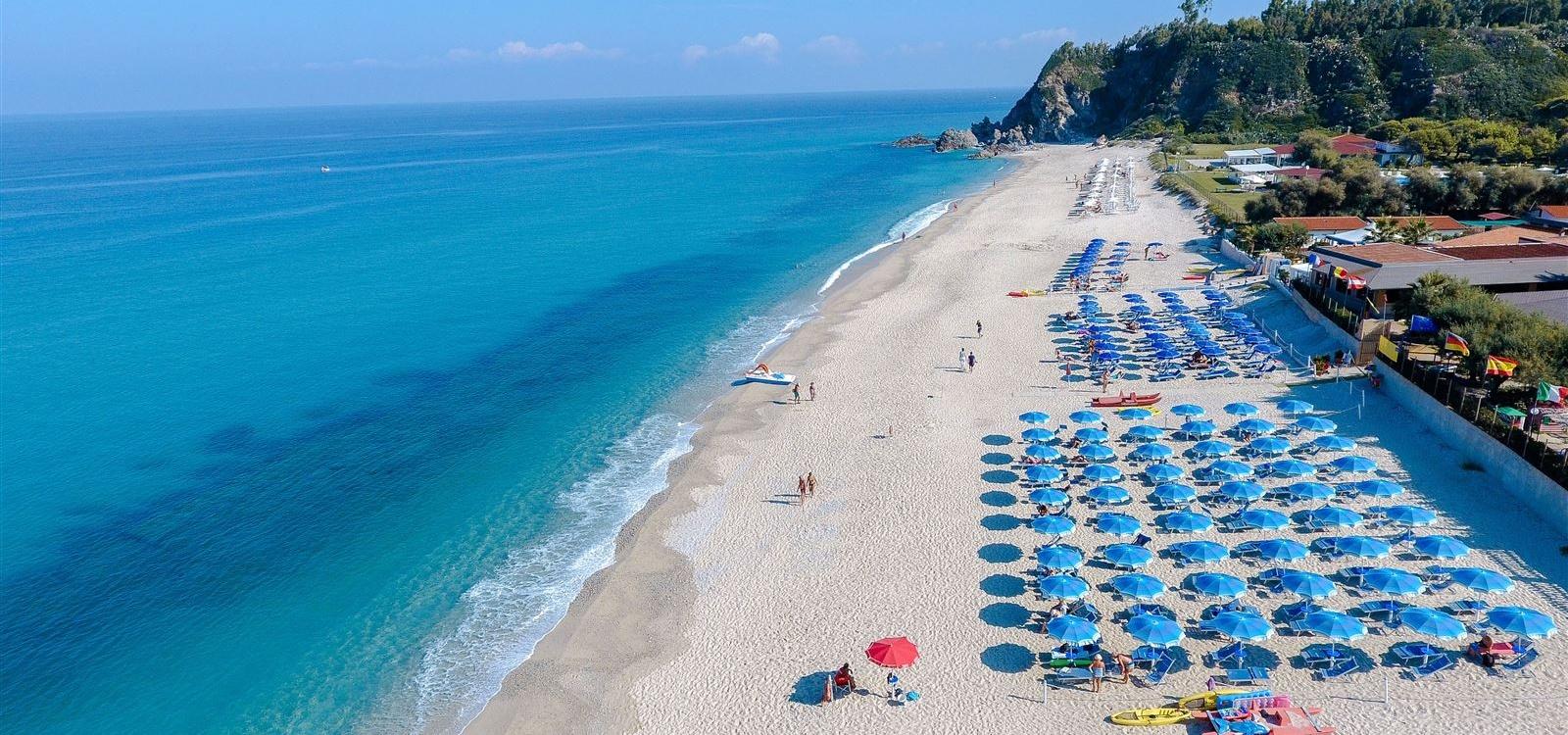 la spiaggia dell'hotel Scoglio del Leone