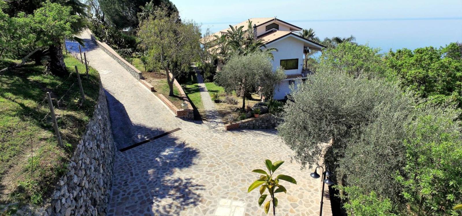 Esterno villa Alba Chiara a Coccorino
