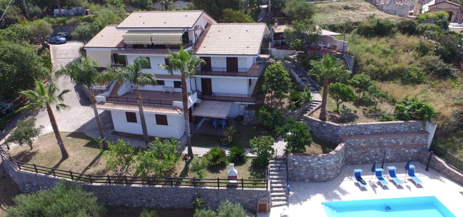 Vista aerea della villa
